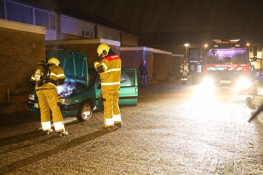 Autobrand in Tollensstraat, geen sprake van brandstichting. Foto Gabor Heeres Foto Mallo  © Kliknieuws Oss
