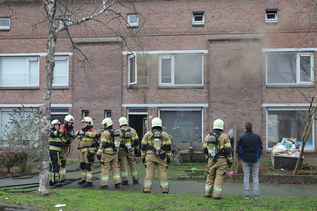 Woningbrand in de Schadewijkstraat. (Foto: Charles Mallo, Foto Mallo)  © Kliknieuws Oss