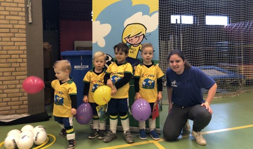 Wendy Peters is op zondagochtend actief voor Voetjebal Nederland: 'Bewegen zorgt voor plezier.' (tekst en foto: Jos Gröniger)