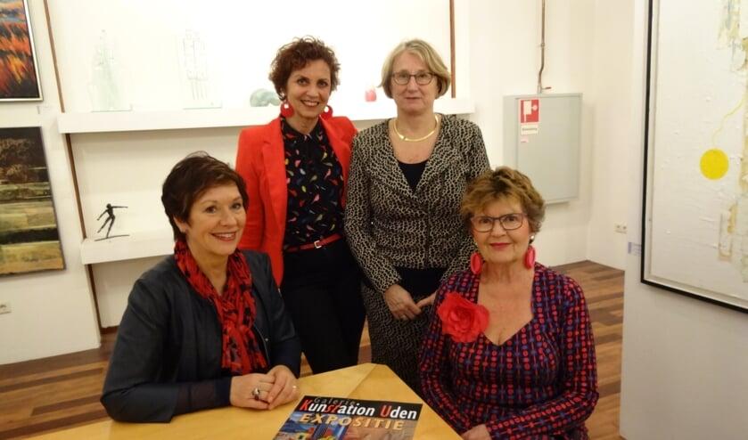 De deelneemsters aan de expositie vlnr: Hera, Yvonne, Anne-Mieke en Leny. (foto: Ankh van Burk)