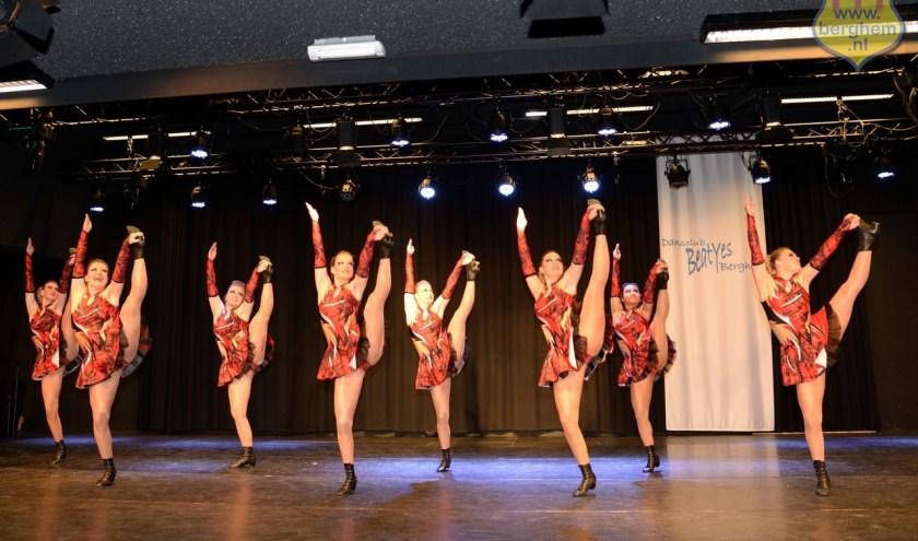 Er komen veel dansers en danseressen in actie tijdens het toernooi.