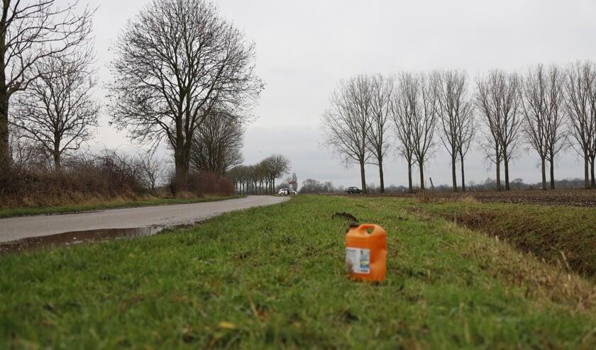 Drugsafval gedumpt op Stuwweg in Heijen.