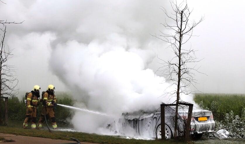 Brand verwoest auto in Beers, bestuurder komt met schrik vrij