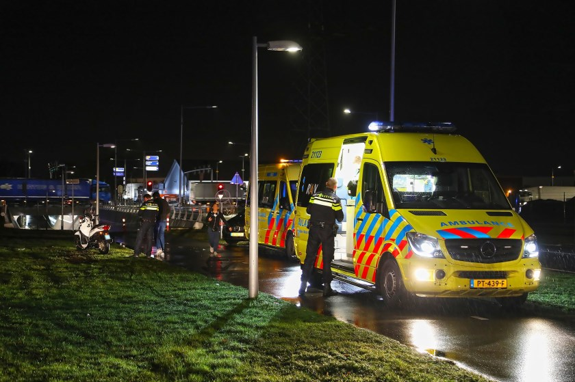 Twee gewonden bij ernstig ongeval op Gasstraat-Oost. (Foto: Gabor Heeres, Foto Mallo)