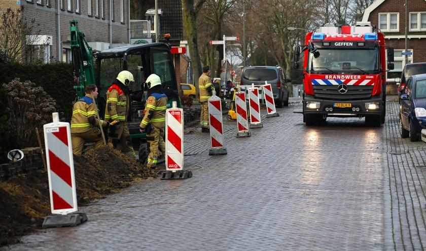 De brandweer in Geffen. (Foto: Gabor Heeres, Foto Mallo)