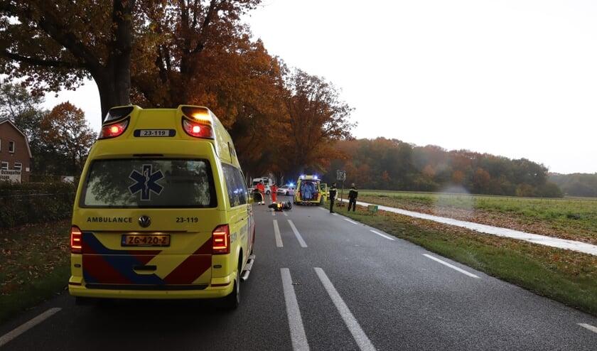 <p><strong>De motorrijder is met spoed met onbekende verwondingen naar het ziekenhuis in Nijmegen gebracht.</strong> </p>