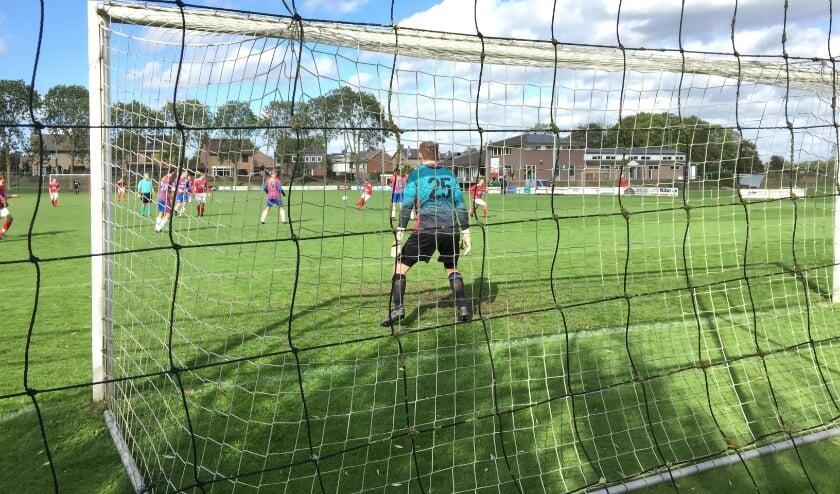 <p>Achates en Heijen speelden zondag hun derby op een leeg sportpark.</p>