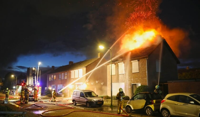 Woningbrand in Berghem. (Foto: Gabor Heeres, Foto Mallo)