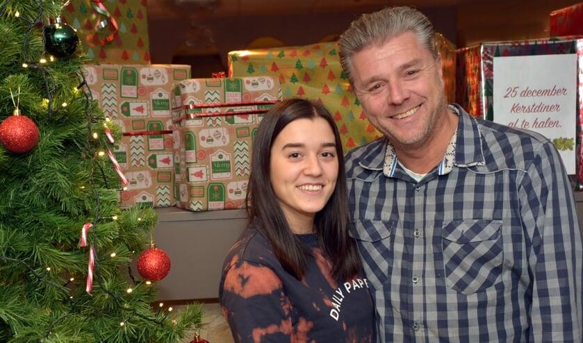 <p>Eigenaar Tino Consoli met zijn dochter. (foto: Henk Lunenburg)</p>