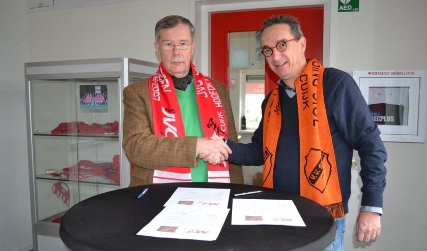 De voorzitters Ton van Elk de Freese (JVC Cuijk) en Rob Hoffmann (SIOL) tekenden in december 2018 al een intentieovereenkomst om nadrukkelijker met elkaar samen te werken. (foto: Gerno de Haas)