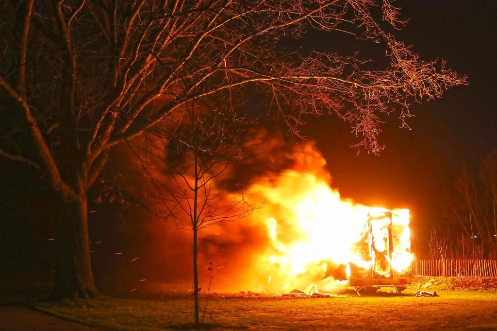 Bouwkeet in Elzeneindpark uitgebrand. (Foto: Gabor Heeres / Foto Mallo)  © Kliknieuws Oss