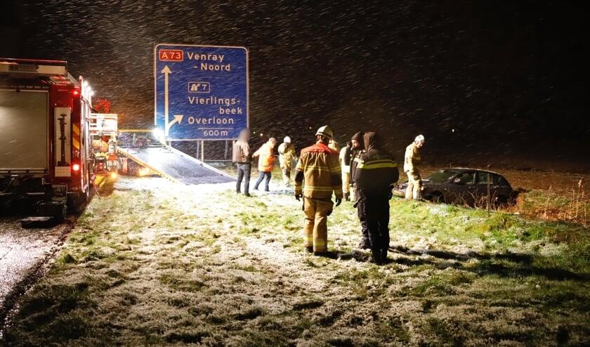 Automobilist belandt naast snelweg bij Vierlingsbeek.