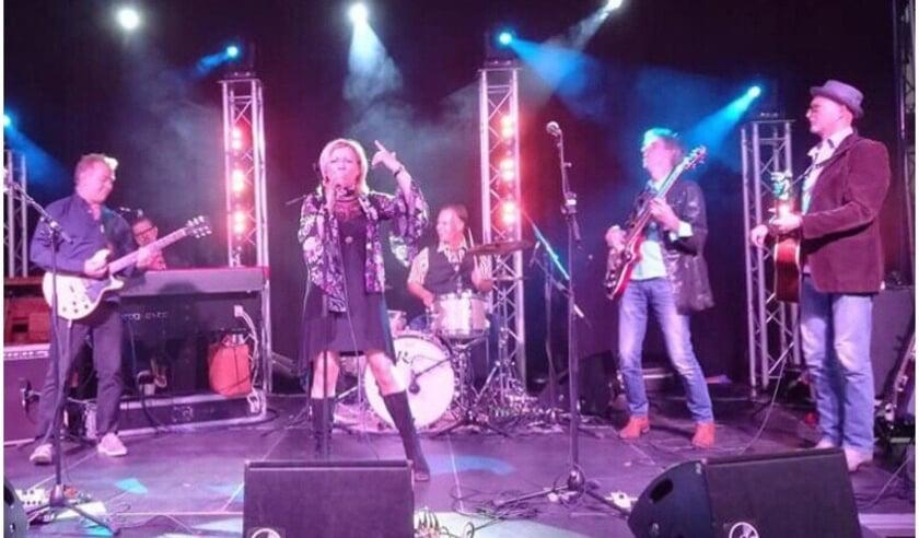 <p>De Hello Goodbye Band vormt het muzikale hoogtepunt van het gemeentelijke afscheid.</p>