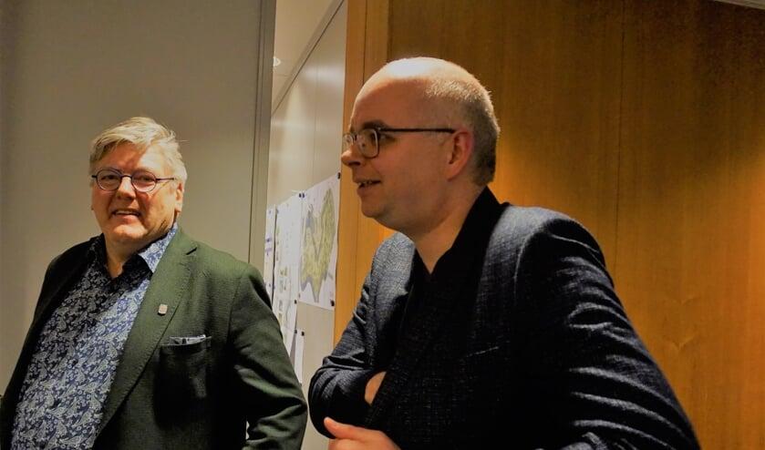 Wethouder Ben Peters (CDA) met gemeenteraadslid Roland Eijbersen (CDA) direct na het bekend maken van zijn aftreden.