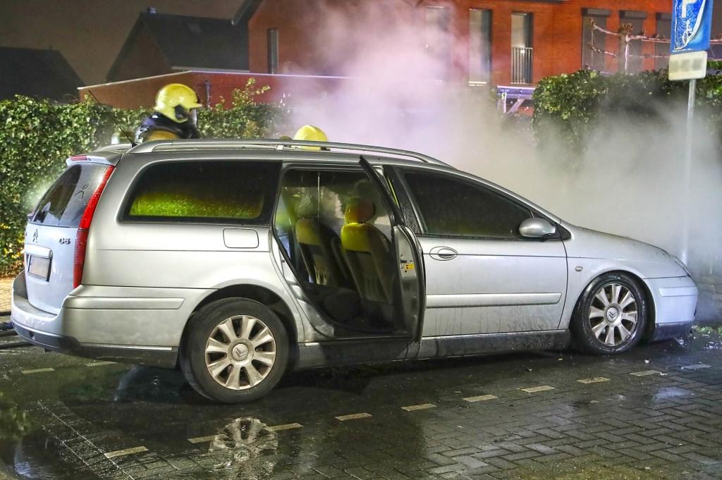Autobrand in Berghem. (Foto: Gabor Heeres, Foto Mallo)  © 112 Brabantnieuws