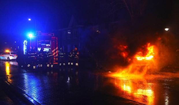 Autobrand in Molenstraat. (Foto Gabor Heeres Foto Mallo)   © Kliknieuws Oss
