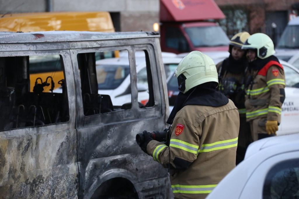 Arrestatie na autobrand in Oss. (Foto: Gabor Heeres, Foto Mallo)  © Kliknieuws Oss