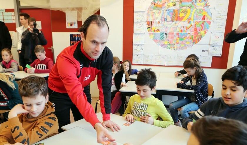 <p>Niels Fleuren op bezoek bij OBS Mettegeupel.</p>
