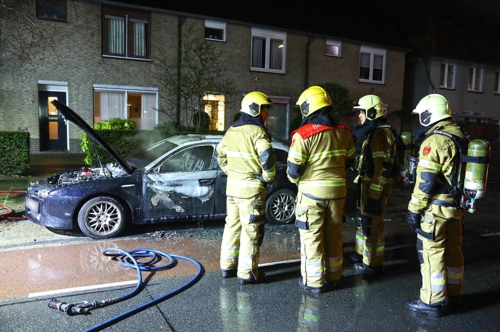 Autobrand in Molenstraat. (Foto Gabor Heeres Foto Mallo)  Foto: Gabor Heeres © Kliknieuws Oss