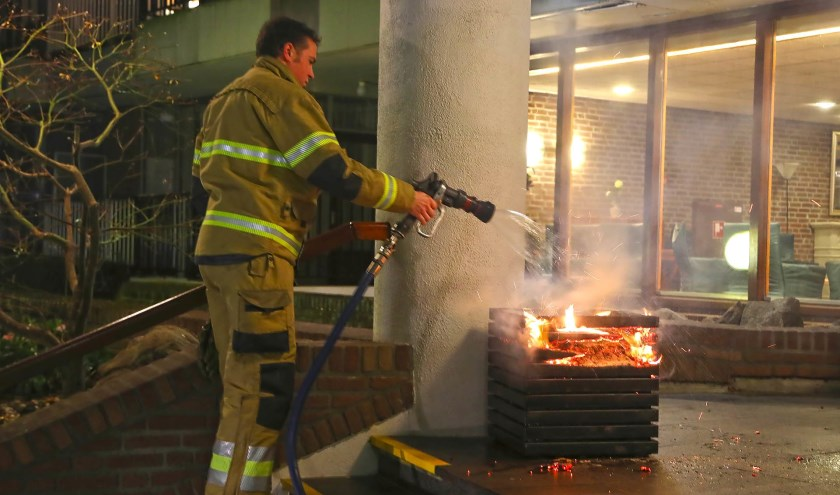 Brand in het Sibeliuspark. (Foto: Gabor Heeres, Foto Mallo)