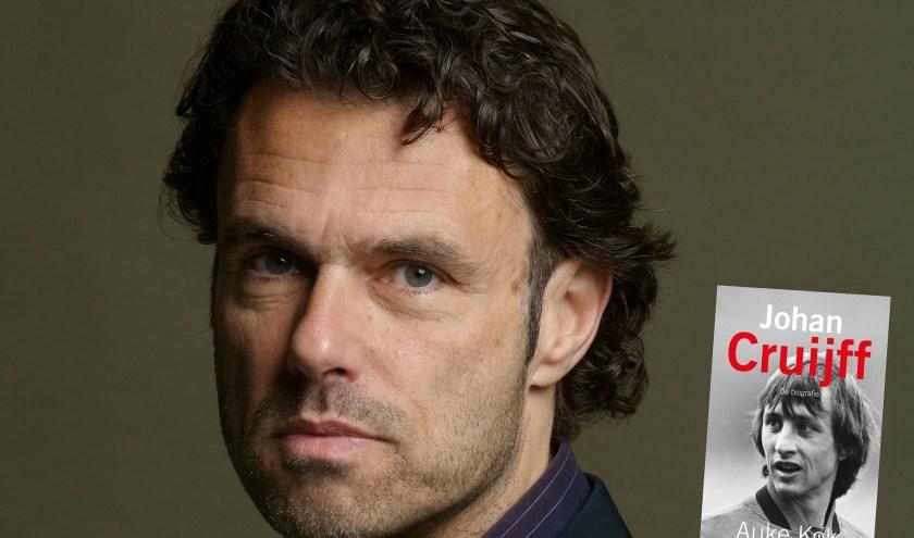 Auke Kok is de schrijver van het boek Johan Cruijff.