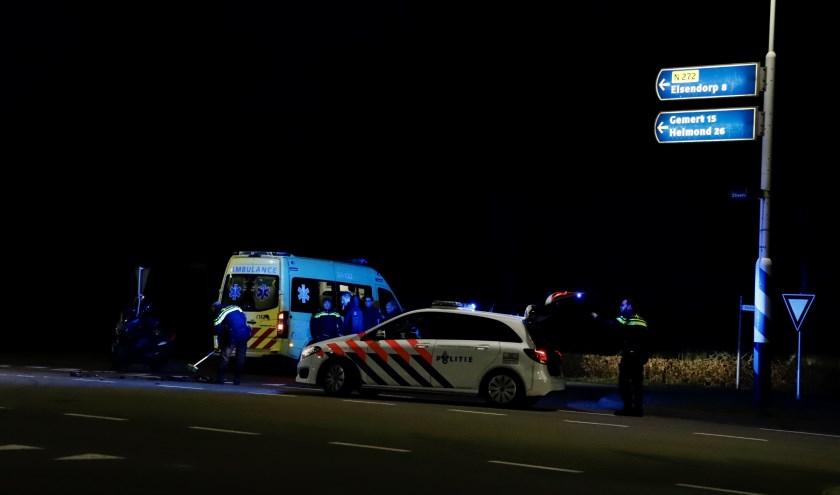 Motorscooterrijder gewond naar ziekenhuis na aanrijding op N272 bij Oploo.