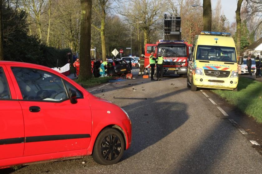 Gewonden bij ongeval op kruising Berghemseweg - Koolwijksestraat. (Foto: Gabor Heeres, Foto Mallo)