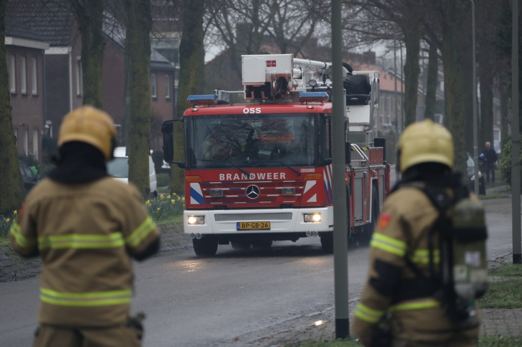 Brandweer opgeroepen voor schoorsteenbrand in Heischeutstraat. (Foto: Gabor Heeres, Foto Mallo)  © 112 Brabantnieuws