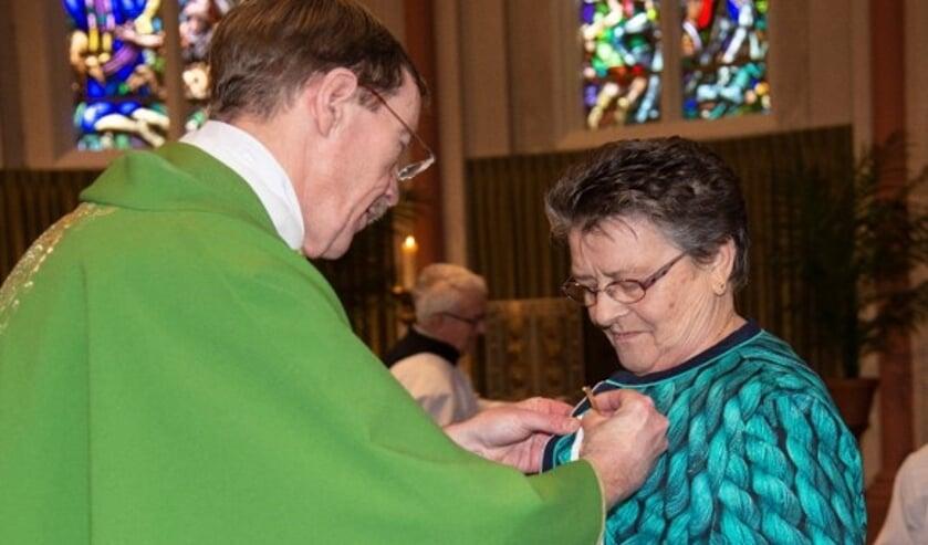 Jacqueline Aarden-Janssen heeft afgelopen week een Pauselijke onderscheiding gekregen. (foto: Henk Kempen)