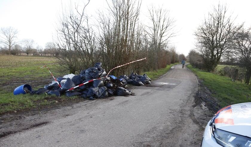 Grote hoeveelheid hennepafval gedumpt in Boxmeer, politie start onderzoek
