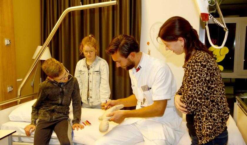 Kiwanis Land van Cuijk verraste eind 2019 de kinderafdeling van Maasziekenhuis Pantein met 150 Kiwanis-poppen.