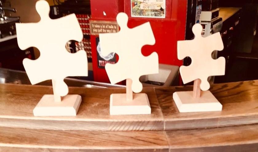 De prijzen voor de eerste Boxmeerse Puzzelwedstrijd.