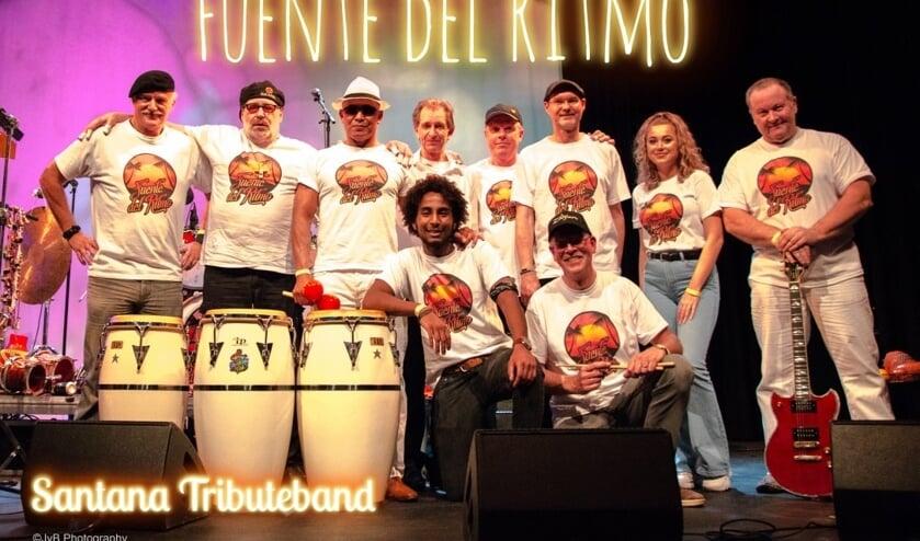 De band Fuente Del Ritmo laat het publiek swingen.