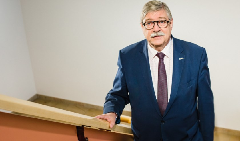 Burgemeester Willibrord van Beek heeft een open brief aan de gemeente geschreven.