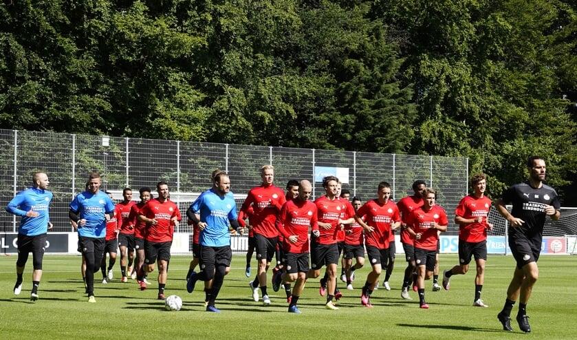 <p>Tijn Daverveld verruilt PSV voor AEL Limassol.</p>