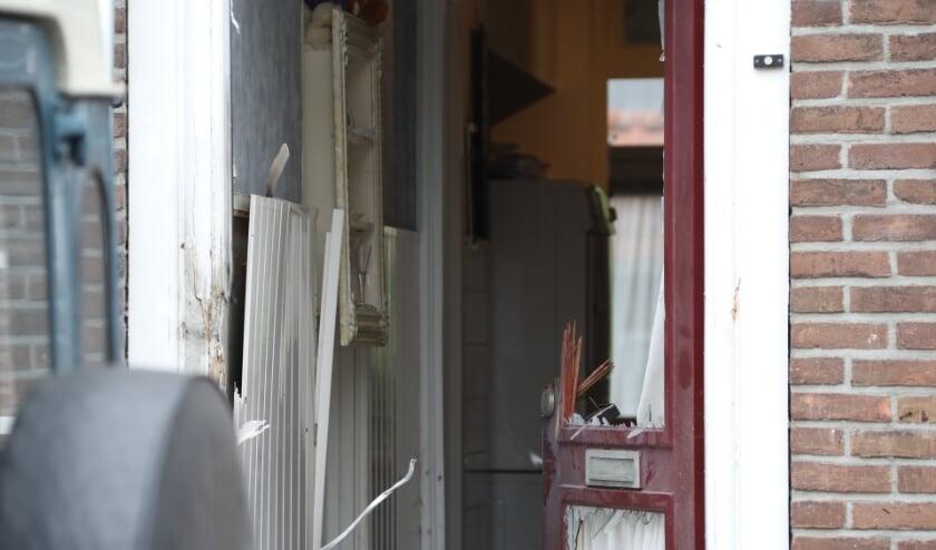 <p>Ontploffing bij woning Verlengde Tuinstraat, geen gewonden. (Foto: Gabor Heeres, Foto Mallo)</p>