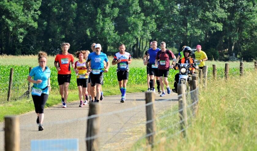 <p>Deelnemers aan een eerdere Maasdijk.</p>