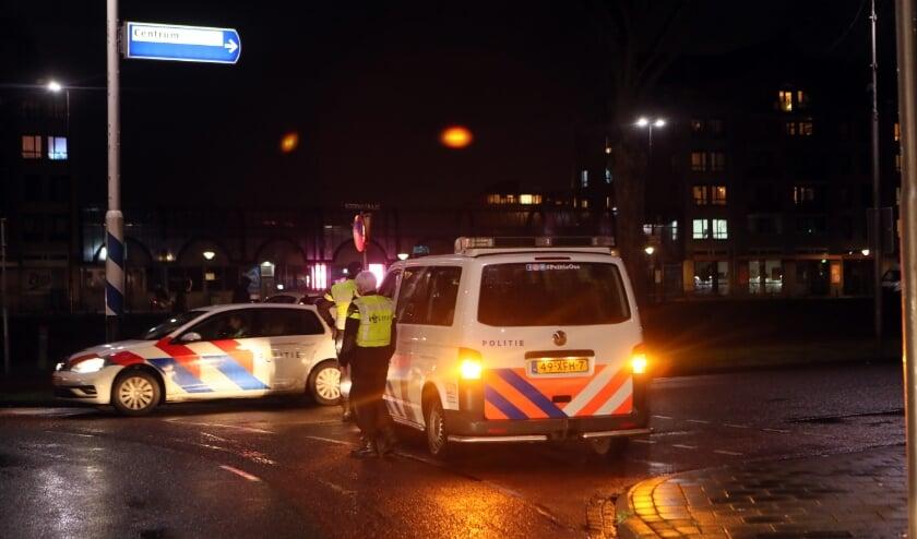<p>Politie zette maandag de toegangsweg af richting Osse centrum. (Foto: Hans van der Poel)</p>