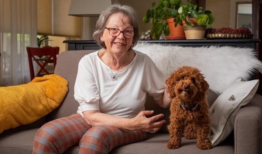 <p>Stichting OOPOEH zoekt senioren en honden in de gemeente &#39;s Hertogenbosch. Op de foto Marja en haar oppashond Koosje die op en top van elkaars gezelschap genieten. (Foto: Bram Kloos)</p>