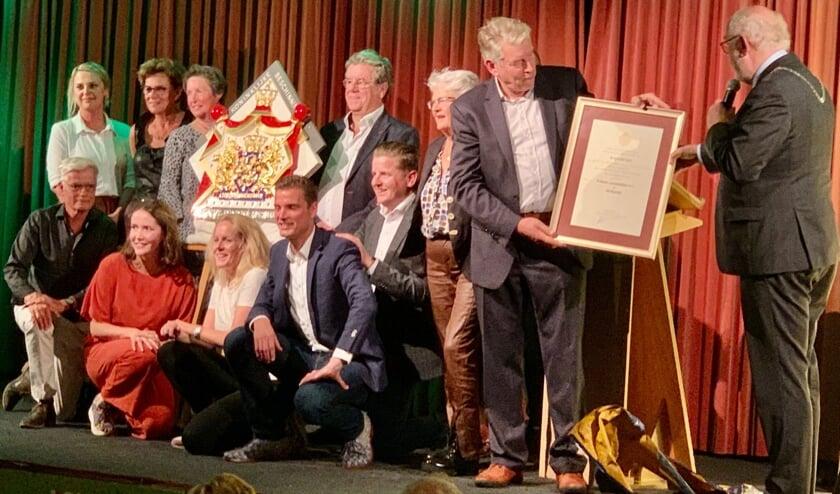<p>Uit handen van burgemeester Karel van Soest ontving de familie het predicaat Hofleverancier.</p>