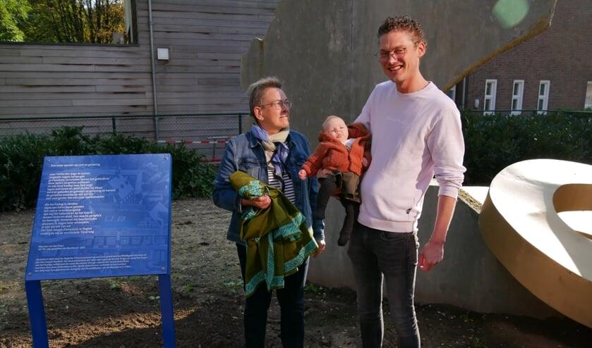 <p>Zuster Gerda, kleine Noor en vader Paul Cuppen.</p>