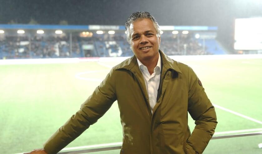 <p>Oud-voetballer Marc Latupeirissa verenigt de Bossche topsportclubs en gemeente op maatschappelijk gebied. De ambitie is om achter en voor de schermen meer samen op te trekken.</p>