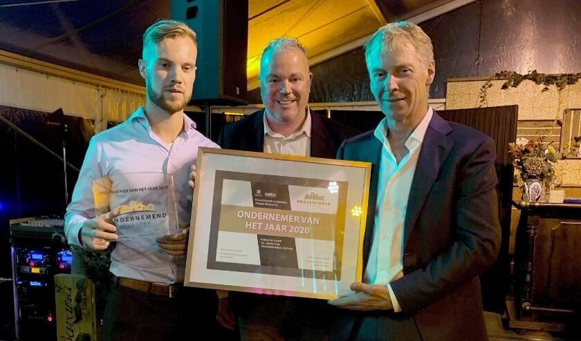 <p>Jan-Hein Stadhouders nieuwe Geffense &lsquo;Ondernemer van het jaar&#39;</p>