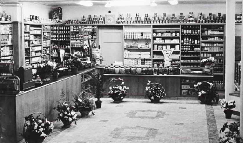 <p>Het interieur van de gloednieuwe winkel in december 1953.</p>