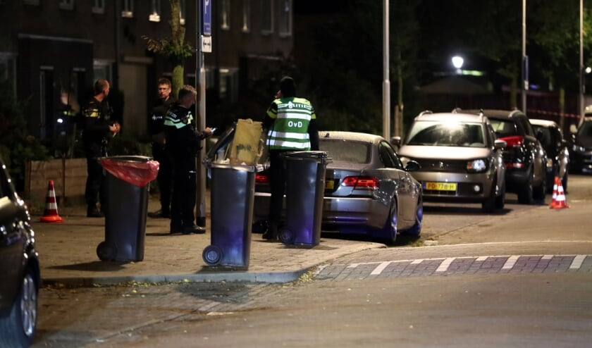 <p>Schietpartij in de Brederostraat te Oss. (Foto: Hans van der Poel)</p>