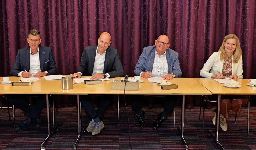 <p>Wim Muller, Paul van den Heuvel, Ben Brands en Karin Wagemakers. (foto: LanderdFotografie)</p>