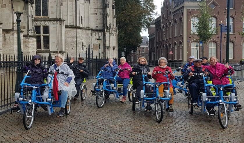 <p>De deelnemers aan de allereerste duofietstocht van Fietsmaatjes Den Bosch genoten met volle teugen.</p>