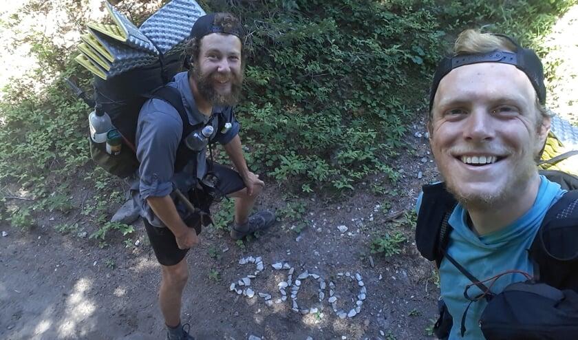 <p>Jasper en Marc wanneer ze de 2300 mijl hebben bereikt.</p>
