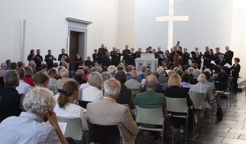 <p>Bachs warme klanken in een kille herfst tijdens een nieuwe editie van &#39;Bach op Zaterdag&#39; in de Grote Kerk. (Foto: G&eacute;rard van Kessel)</p>