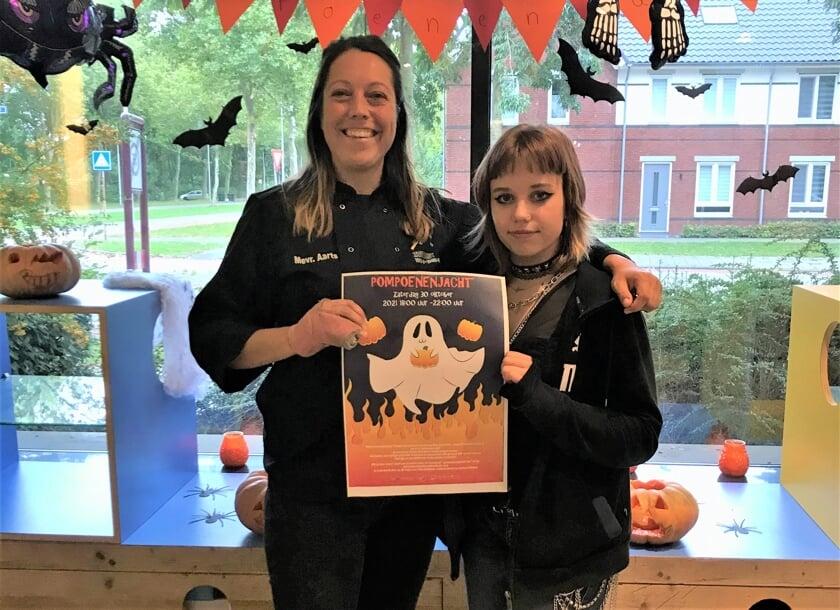 <p>Simone Aarts (links) organiseert de Pompoenenjacht.</p>